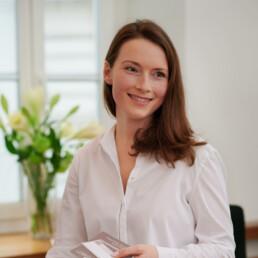 Kathrin Junker, der freundliche Empfang in der Praxis Dr. Girthofer in München