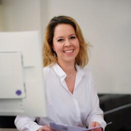 Sabine Fuhrmann, zuständig für die Verwaltung in der Praxis Dr. Girthofer in München